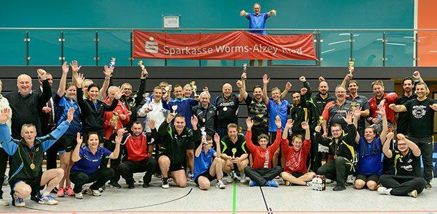 Abgekämpfte aber glückliche Sieger: Bei den Tischtennis-Kreismeisterschaften 2017 Worms in der neu renovierten Kerschensteiner Sporthalle in Horchheim stand den zahlreichen Teilnehmern die Freude und der Spaß am schnellsten Rückschlagsport der Welt bei der Siegerehrung ins Gesicht geschrieben.