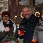 Geselligkeit und gute Weine gehören zum Weihnachtsmarkt in Mettenheim.