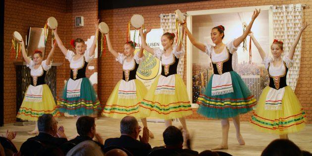Die Tänzerinnen der Turngemeinde Worms sorgten für ein ebenso farbenprächtiges wie sehenswertes Programm.