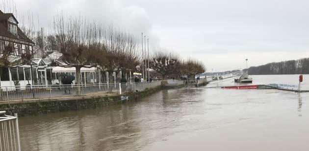 Der Rhein am Pegelhäuschen um 14.30 Uhr. Foto: Robert Lehr