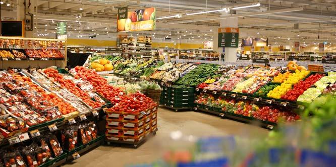 Bis zu zweimal täglich werden die 46 deutschen Globus SB-Warenhäuser mit frischem Obst und Gemüse beliefert. Foto: Globus SB-Warenhaus