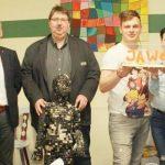 """BU: Jürgen Wonn, Markus Holzmann mit der """"Tasten-Lisa"""", Manuell Walloch, Latoya Vettermann und Waldemar Herder (von links)."""
