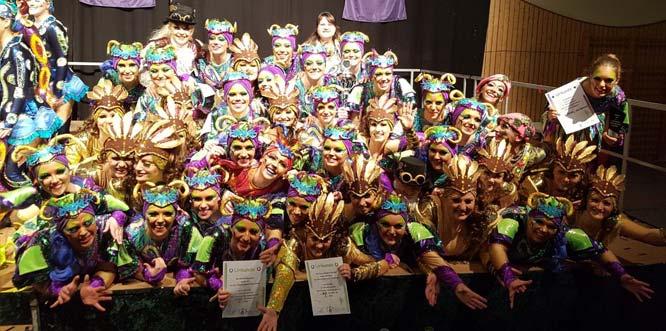 Die beiden erfolgreichen Gruppen der Tanzformation Gimbsheim bei der Siegerehrung.