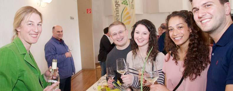 Bei der Bockenheimer Weinmesse kann man sich direkt mit den Winzern austauschen. Foto: Robert Lehr