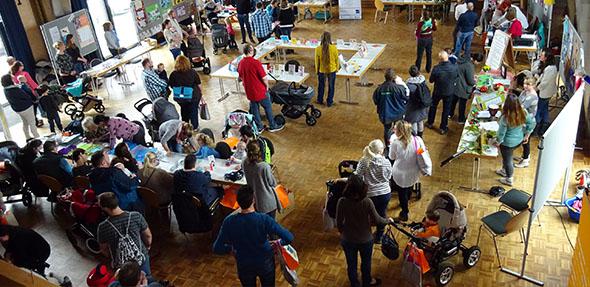 In Bobenheim-Roxheim konnten sich Eltern neugeborener Kinder bei einem Empfang an Info-Ständen austauschen.