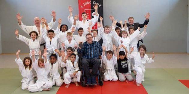 Bereits die Kleinsten bekommen die Judo-Werte vermittelt. Inmitten der jungen Sportler Matthias Roesch.