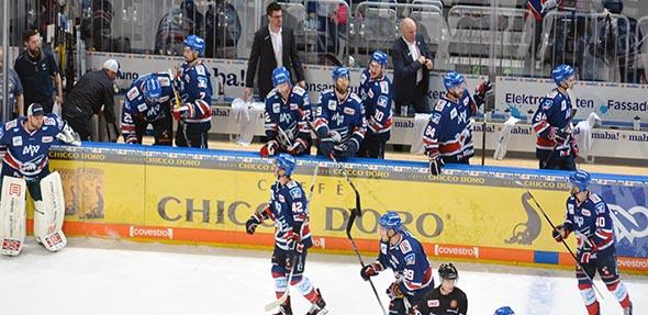 Die Adler sind auch der 0:5 Niederlage in München aus den Play-Offs ausgeschieden. Foto: Gernot Kirch