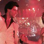 Der Film machte John Travolta im Gegensatz zu seiner Filmpartnerin Karen Lynn Gorney zum Star und setzte Trends in Mode und Musik.