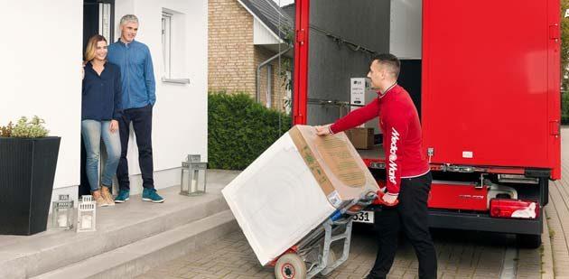 Im Handumdrehen werden schwere Geräte vom Liefer-Servcie in Häuser und Wohnungen gebracht.
