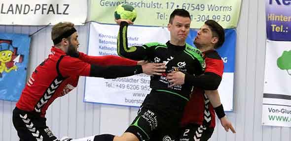 Wurde zehn Minuten vor Spielende nach einem Foul mit der roten Karte bestraft: Spielmacher Michal Kurka. Archivfoto: Felix Diehl