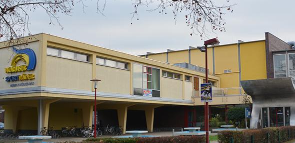 Das Heinrich-Völker-Bad gehört zur Freizeitbetriebe GmbH. In Zukunft werden die Etatberatungen öffentlich erfolgen. Foto: Gernot Kirch