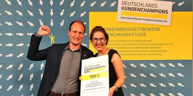 Teamleiter CRM, und die Hauptabteilungsleiterin Kundenservice Johanna Krips (von links).