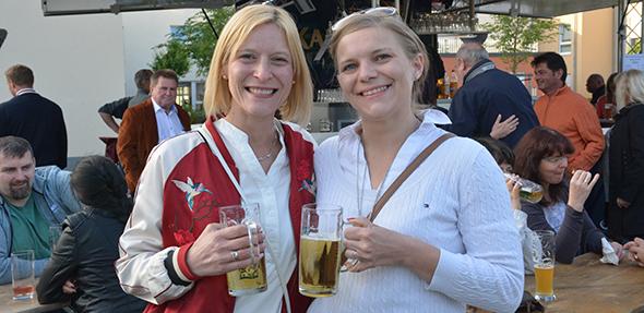 Beim Bürgerfest in Bobenheim-Roxheim herrschte bereits am Freitagabend beste Stimmung und ausgelassen Party-Laune. Foto: Gernot Kirch