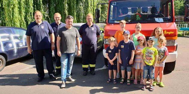 Quasi zu ihrem neunten Geburtstag erhielt die im Juni 2009 gegründete Bambinifeuerwehr Mettenheim neue T-Shirts.