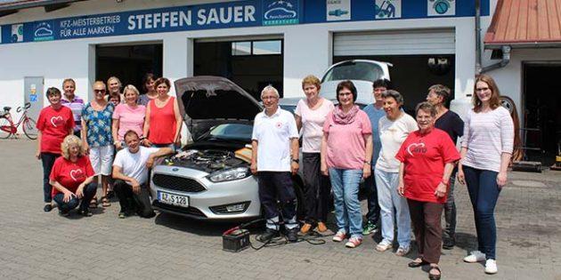 Beim Pannenkurs für Frauen beantwortete KfZ-Meister Steffen Sauer alle Fragen rund ums Auto und DRKler Adolf Posselt gab einen kleinen Erste-Hilfe-Kurs.
