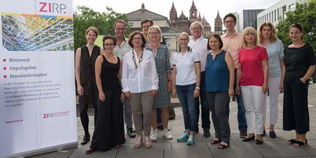 Bei einem Seminar in der Nibelungenstadt tauschten sich Führungskräfte mit Regisseur Oliver Endreß aus. Foto: Stefan Weißmann