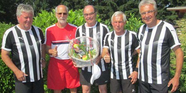 Die erfolgreichen Rheindürkheimer Tennis-Cracks: Günther Kiesling, Gerd Eisberg, Manfred Hoffmann, Uli Gengnagel und Werner Böhner (von links).