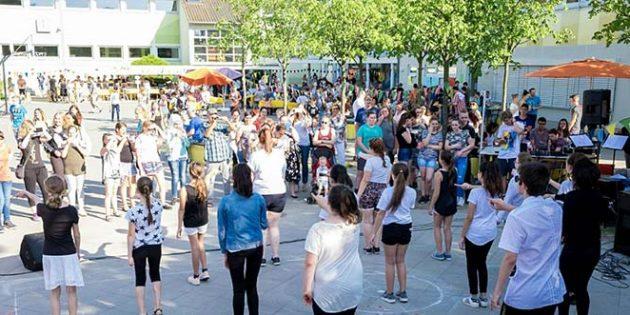 Beim Frühlingfest stellten die Schülerinnern und Schüler der Realschule Plus Eich die Ergebnisse ihrer Projektwoche vor.