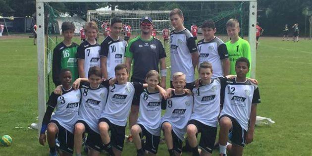 Die C1-Jugendmannschaft der HSG Worms gewann mit vereinten Kräften das Turnier in Neuhofen.