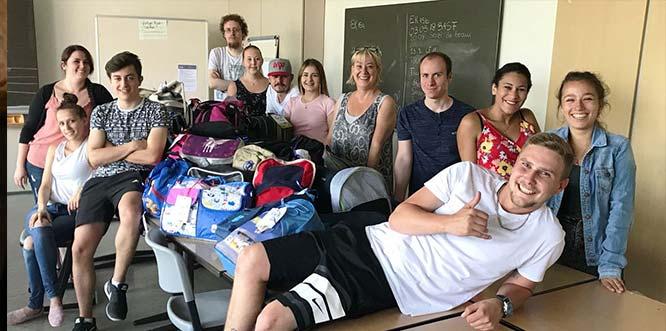 Schüler der Klasse EK 16a (Projektleitung) der BBS Wirtschaft stemmen mit ihrer Lehrerin Uschi Kestler das Projekt vor Ort in Worms.