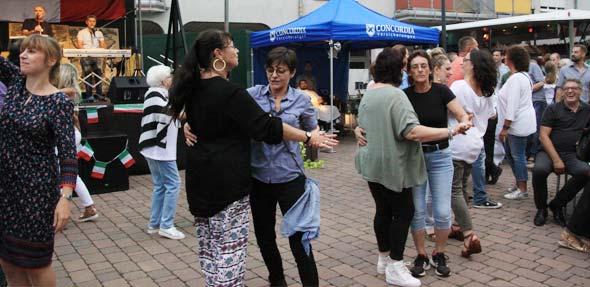Livemusik, Stimmung, Freunde und gutes Essen gab es bei der Serata Italiana in Bobenheim-Roxheim. Foto: Karolina Krüger