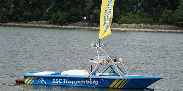 Das neue Vereinsboot vom SSC Trappenberg zieht am kommenden Samstag Wasserski, Wakeboard, Banana-Boat und Slider an.