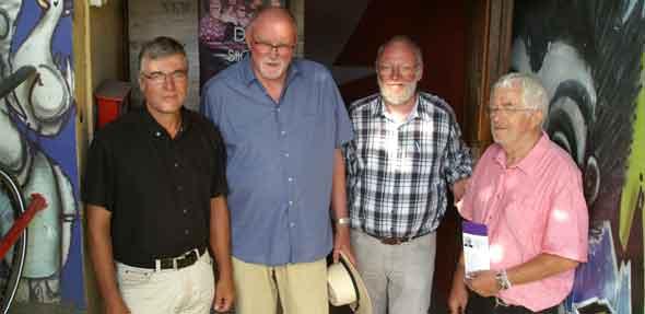 Für die Zukunft des Kanals 70 vertrauen Richard Grünewald, Dr. Ulrich Oelschläger, Pfarrer Axel Held und Kinderarzt Dr. Stephan Veit (von links) auf eine Spendenkampagne. Foto: Florian Helfert