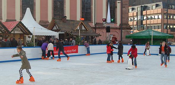 Wenn alles gut läuft, könnte noch im November 2018 in Worms eine Eisbahn stehen. Diesmal allerdings auf dem Lutherplatz. Foto: Gernot Kirch