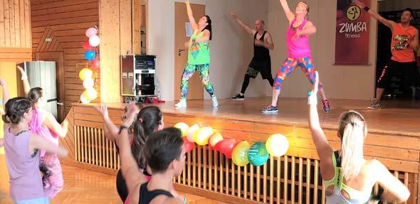 Wer Lust hat auf ein richtig glücklich machendes Training, der ist bei ZUMBA-Fitness genau richtig. Nach Aussage der Veranstalter sind gute Laune und viel Spaß beim Schwitzen garantiert.