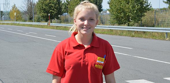 Franziska Siegler aus Geisenheim freut sich auf die Ausbildung. Ganz wichtig ist ihr Teamwork und der Umgang mit Kunden. Foto: Gernot Kirch