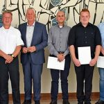 Oberbürgermeister Kissel (4.v. links) und Oliver Kehr vom Führungsdienst (3.v. links) freuen sich über den Zuwachs.