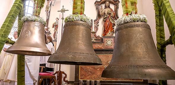 Glockenweihe für das neue Dreigespann am Sonntag durch den Weihbischof.