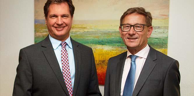 Von links: Jörg Dammeyer übernimmt die Leitung des Firmenkundengeschäftsder Sparkasse Worms-Alzey-Ried und iststellvertretendes Vorstandsmitglied, Norbert Mees wechselt inden Ruhestand.