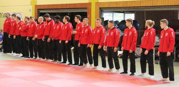 Die Judokas des Team Rheinland vor ihrem Wettkampf gegen den 1. Judo-Club Wiesbaden.