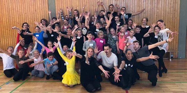 Kinder aus acht Vereinen der Metropolregion übten gemeinsam mit Deutschen Meistern aus Worms  und Profitänzern aus Grünstadt.