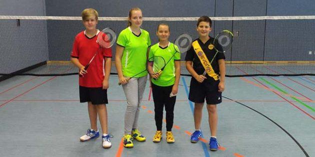 Noel Braxmeier, Brianna Duff, Joana Brach und Dawid Jablonowski möchten am Sonntag ihre Spiele gewinnen.
