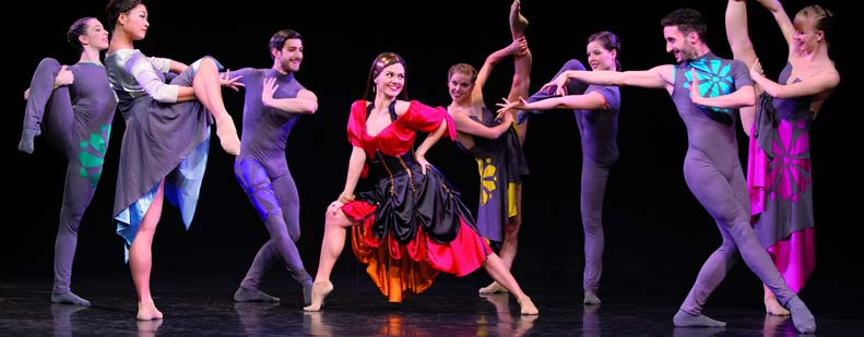 Das moderne Ballettensemble fordert mit extremen Bewegungen die Grenzen des traditionellen Balletts heraus und lädt das Publikum ein, an der Erforschung tiefer Gefühle teilzuhaben. Foto: Klaus Regele