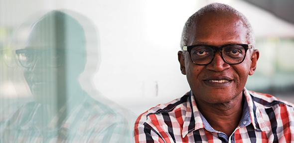 Der kamerunischer Autor und politischer Aktivist Enoh Meyomesse.