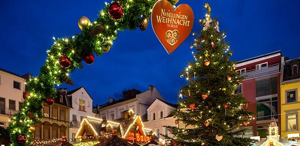 """Nach der gelungenen Premiere im Vorjahr lockt Worms auch in diesem Jahr wieder unter dem Motto """"Nibelungen Weihnacht"""" viele Besucher auf den Weihnachtsmarkt."""
