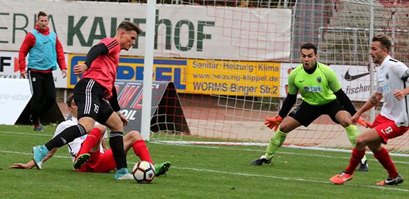 Dominik Schwarz sorgte zwar für das 1:0 des SV Gimbsheim beim VfR Wormatia Worms II, vergab aber, wie seine Mitspieler, einen weitaus höheren Sieg.