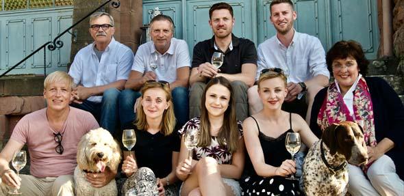 """Das Kernteam des """"Open Friday"""" freut sich schon auf viele Wein- und Genussfreunde."""