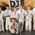Judo-Club Worms waren erfolgreich in Bad Kreuznach und freuen sich über den Pokal.