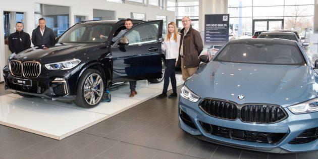 Präsentation der zwei Neuheiten. Links der BMWW X5, rechst der BMW 8er. Foto: Gernot Kirch