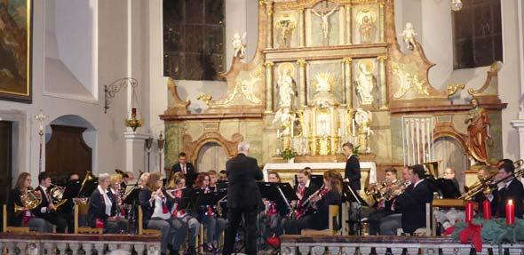 Die Leistungen des Blasorchesters wurde mit stehenden Ovationen belohnt.