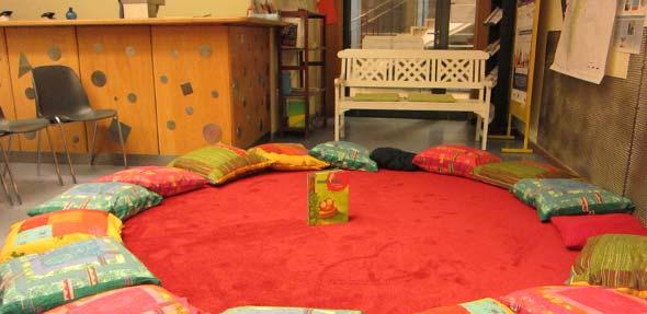 Am Samstag dürfen die kleinen Gäste wieder gemütlich in der Jugendbücherei Platz nehmen und Ingrid Bahrdt bei ihren Geschichten lauschen.