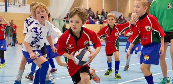 Die Mannschaften des Wormser Rugby Clubs (rotes Trikot) schlugen sich wacker und hatten jede Menge Spaß.
