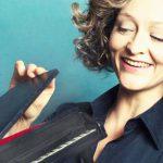 Anne Folger ist am 13. April mit Klavierkabarett und Klassikcrossover im Lincoln zu Gast.
