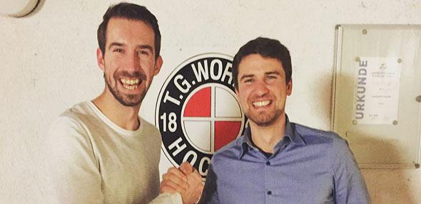 Auf eine gute und erfolgreiche Zusammenarbeit! Von links: Trainer René Mathias und Geschäftsführer Tobias Kraftczyck.