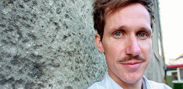 Jugendbuchautor Tobias Steinfeld bietet die Chance, ihm bei der Arbeit über die Schulter zu schauen.