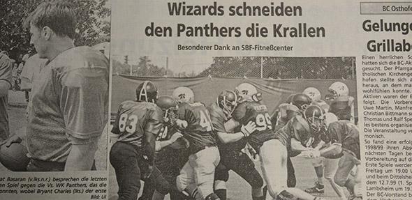 """In seinem letzten Jahr der Existenz trug der Worms Footballclub den Name """"Wizards"""". Hier ein Zeitungsausschnitt aus dem Nibelungen Kurier."""